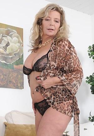 Mature Bra Porn Pictures